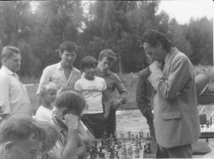 Тюлин Е. В. ,  первый мастер спорта во Владимирской области, дает сеанс одновременной игры