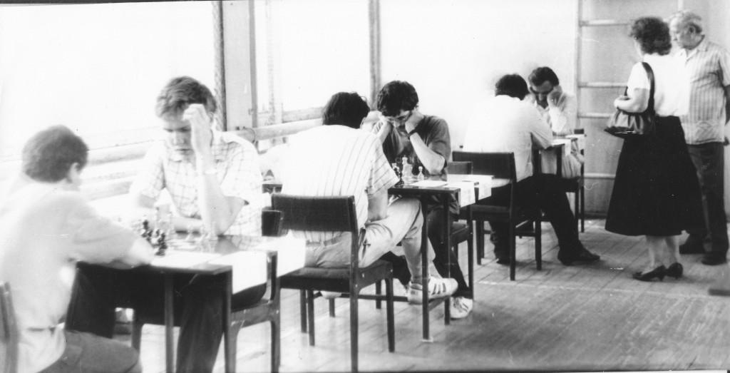 первый турнир с кандидатской нормой; за первым столом - Корнев А.,  за третьим столом - Тюлин Е. В.