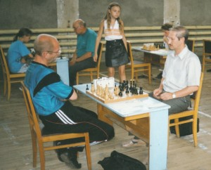 десятилетняя Оля Зимина наблюдает за партией Лифанова М. и Апарина М.