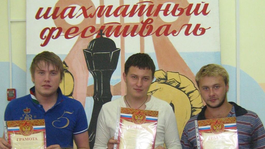 Победители блиц-турнира: Раков Алексей (3 место), Симагин Максим (1 место), Грушин Станислав (2 место)